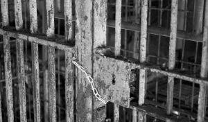 απόλυση κρατουμένων με όρους